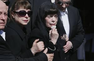 Mireille Mathieu : Très émue en famille aux obsèques de sa mère adorée