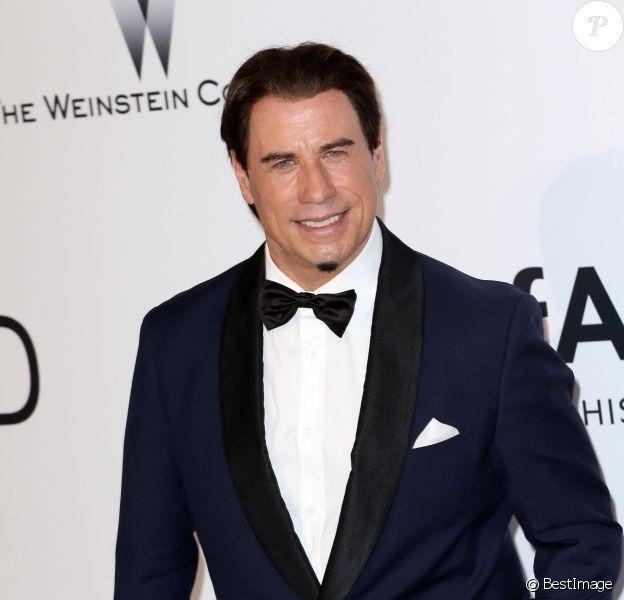 """John Travolta au Photocall de la soirée """"AmfAR's 21st Cinema Against AIDS"""" à l'Eden Roc au Cap d'Antibes lors du 67ème festival du film de Cannes, le 22 mai 2014."""