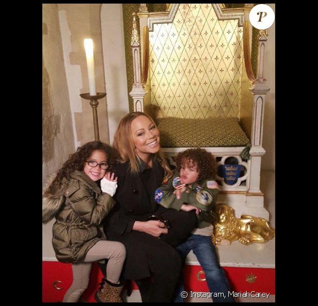Malgré son emploi du temps surchargé par sa tournée européenne, Mariah Carey a pris le temps de fêter Pâques avec ses enfants, les jumeaux Monroe et Moroccan. Photo publiée sur son compte Instagram, le 26 mars 2016.