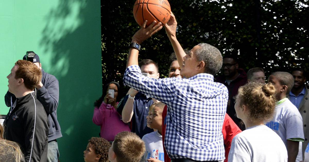 Barack obama joue au baskett lors de la traditionnelle for Au coeur de la maison blanche barack obama