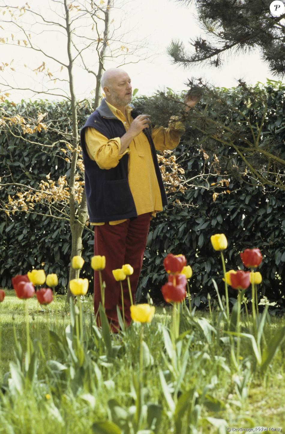 Jean pierre coffe ses obs ques ses cendres dans son for Cendre dans le jardin