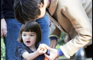 REPORTAGE PHOTOS : Suri Cruise, une nouvelle coupe de cheveux... s'éclate à Central Park avec maman!