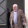 Jean-Paul Belmondo devant chez lui à Paris, le 9 avril 2016.