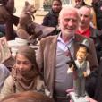 Jean-Paul Belmondo, entouré de sa fille Stella, son ex-femme Natty, et des amis (dont Rémy Julienne), pour son 83e anniversaire, devant chez lui à Paris, le 9 avril 2016.
