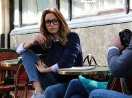 Nabilla dévoile son nouveau look : lunettes et trench au Café de Flore !