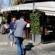 Nabilla : shooting pour Gala, en kiosques le 13 avril 2016. La bombe prend la pose devant le Café de Flore