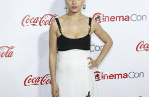 Mila Kunis : La jeune maman, rayonnante et sexy devant Susan Sarandon blessée