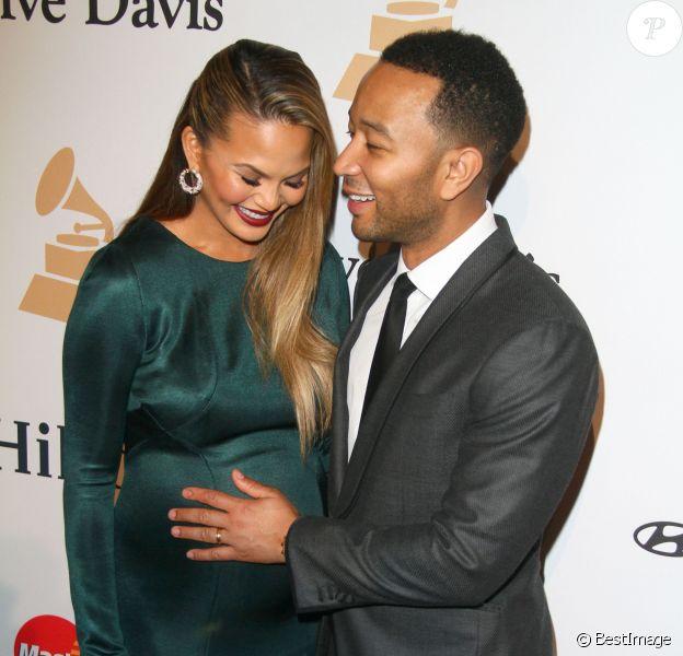 Chrissy Teigen et John Legend  à la soirée de gala Clive Davis Pre-Grammy à l'hôtel Hilton de Beverly Hills le 14 février 2016