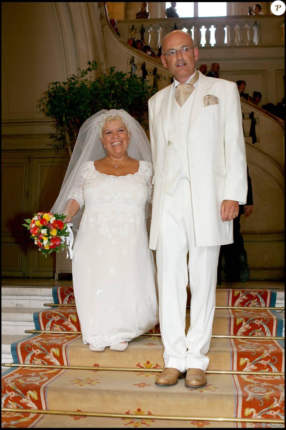 mariage de mimie mathy et benoist gerard la mairie de neuilly en 2005 purepeople. Black Bedroom Furniture Sets. Home Design Ideas