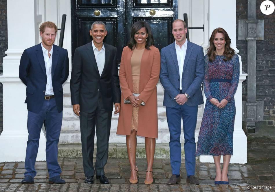 Barack et Michelle Obama ont été reçus par le duc et la duchesse de Cambridge et le prince Harry au palais de Kensington, leur résidence à Londres, le 22 avril 2016 pour un dîner privé dans le cadre de leur visite d'Etat au Royaume-Uni.