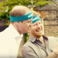 William et Harry hilares : un selfie bizarre ? Kate Middleton, le prince William et le prince Harry ont participé le 21 avril dans les jardins de leur résidence du palais de Kensington à un spot de sensibilisation à la santé mentale pour le compte de l'association Heads Together révélé le 24 avril 2016.