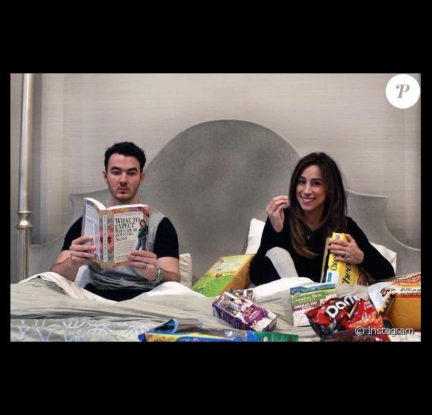 Kevin Jonas et sa femme Danielle annoncent la grossesse de madame sur Instagram, le 26 avril 2016