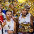 Nicolas Batum et l'équipe de France de basket championne d'Europe le 22 septembre 2013. Nicolas Batum et sa compagne Aurélie sont devenus parents d'un petit garçon, Ayden Richard Batum, dans la nuit du jeudi 28 au vendredi 29 avril 2016.