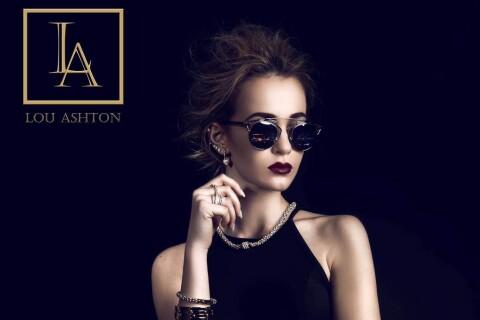 Cassandra Foret: La soeur de Jade Foret, moderne et sophistiquée pour Lou Ashton