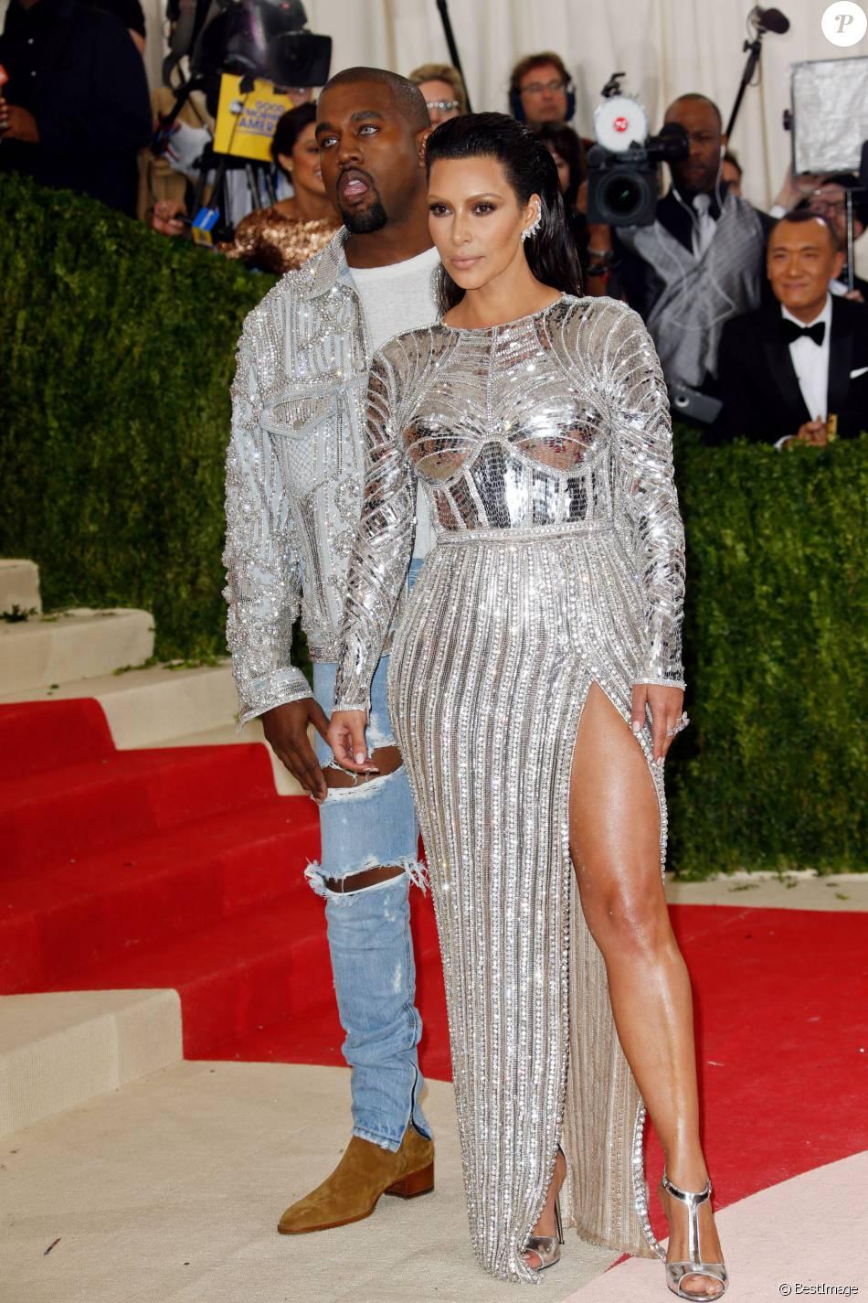 Favori Kim Kardashian et son mari Kanye West (lentilles de contact bleues  FH41