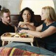 Sara Ramirez entourée de Eric Dane et Jessica Capshaw dans un épisode de la 8e saison de Grey's Anatomy.