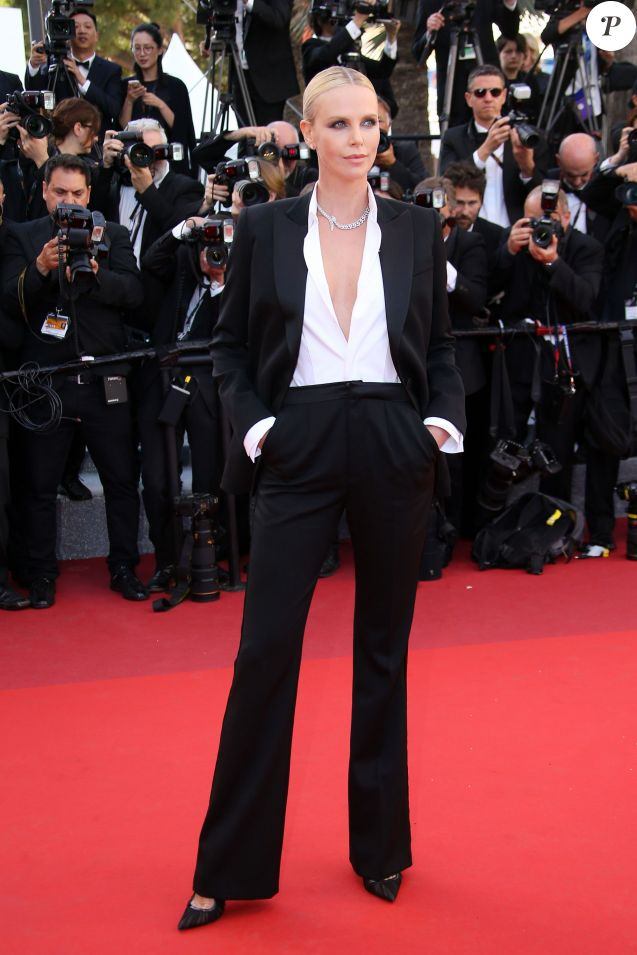 cannes 2016 charlize theron vanessa paradis en smoking sur le tapis rouge purepeople. Black Bedroom Furniture Sets. Home Design Ideas
