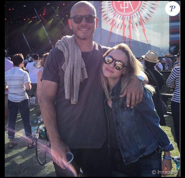 Becca Tobin et son fiancé, sur Instagram. Mai 2016