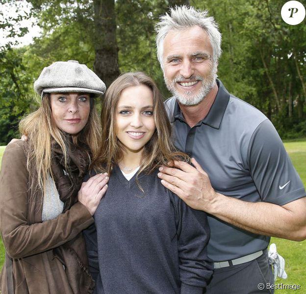 Exclusif - David Ginola, sa femme Coraline et leur fille Carla lors de la 15e édition des Balles Blanches au Golf du Prieuré à Sailly, le 2 juin 2015.