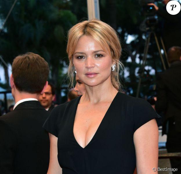 """Virginie Efira - Descente des marches du film """"Elle"""" lors du 69e Festival International du Film de Cannes. Le 21 mai 2016. © Giancarlo Gorassini/Bestimage"""
