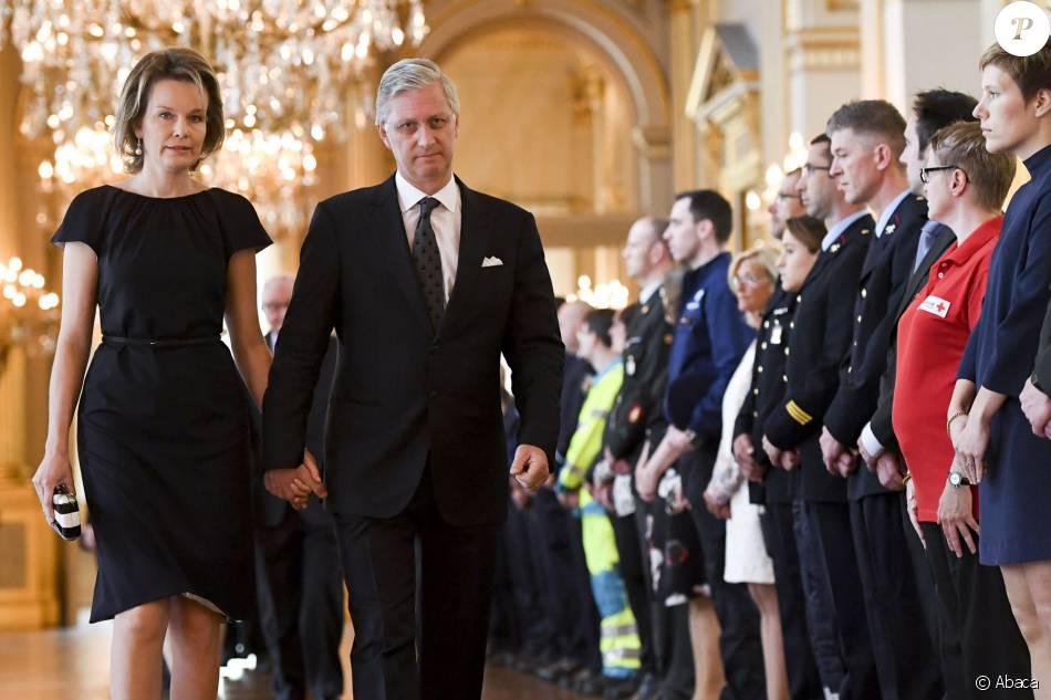 Le roi Philippe et la reine Mathilde de Belgique présidaient le 22 mai 2016 au palais royal à Bruxelles une cérémonie d'hommage aux victimes des attentats terroristes perpétrés le 22 mars 2016.
