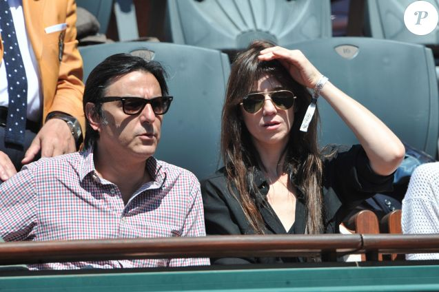 Charlotte Gainsbourg et Yvan Attal aux Internationaux de France de tennis de Roland Garros à Paris, le 6 juin 2014.