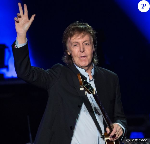 "Paul McCartney en concert à l'AccorHotels Arena à Paris, le 30 mai 2016. © Cyril Moreau/Bestimage  Paul McCartney performs at AccorHotels Arenathe ""AccorHotels Arena"" in Paris, France, on May 30th 2016.30/05/2016 - Paris"