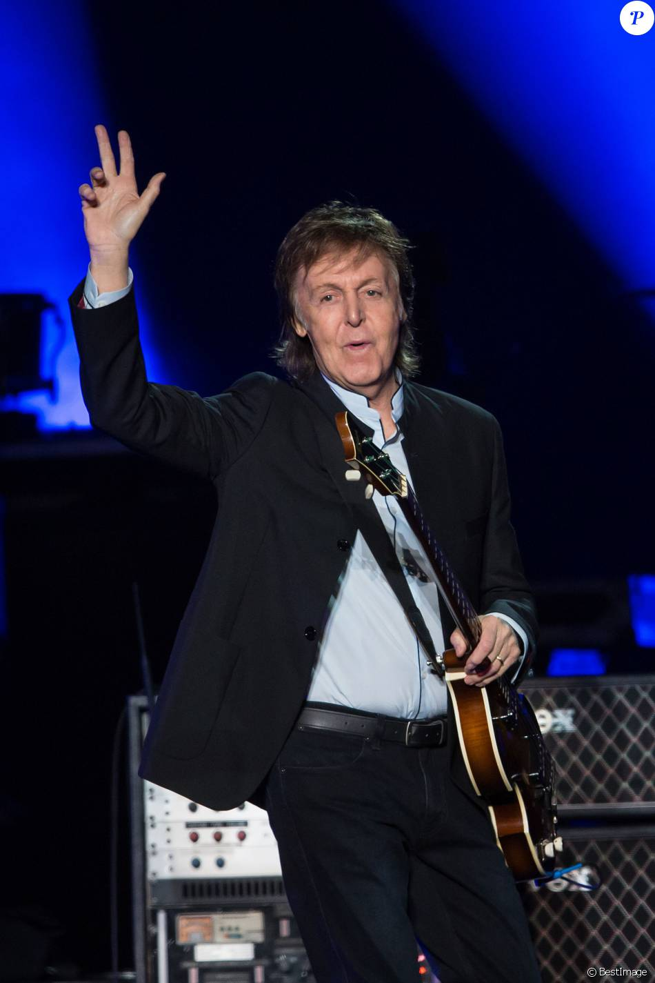 paul mccartney 74 ans une l gende paris devant un parterre de stars purepeople. Black Bedroom Furniture Sets. Home Design Ideas