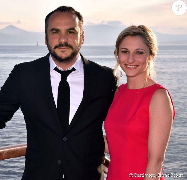 François-Xavier Demaison et sa compagne Anaïs participent au gala annuel de la Croix-Rouge française dans le cadre du prestigieux hôtel Eden Roc au Cap d'Antibes, le 3 juin 2016. © Bruno Bébert / Bestimage