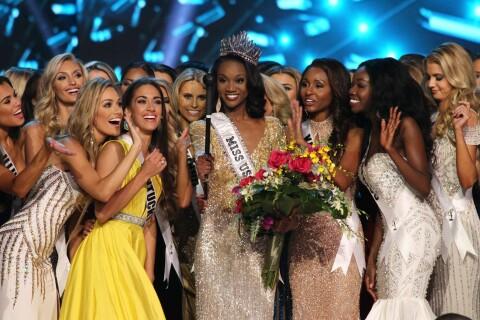 Miss USA 2016 – Deshauna Barber sacrée : De l'armée aux concours de beauté