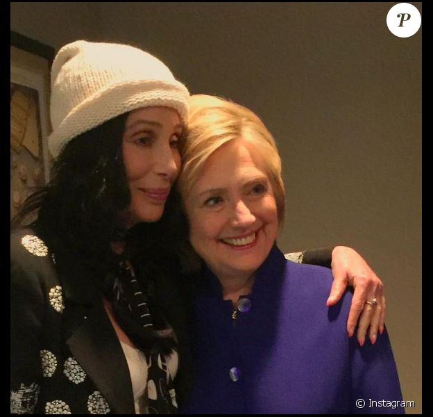 Cher pose avec Hillary Clinton le 6 juin 2016. Instagram