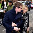 Kate Moss et Nikolai von Bismarck arrivent à Invicta Plaza pour assister au défilé Coach (collection homme printemps-été 2017). Londres, le 13 juin 2016.