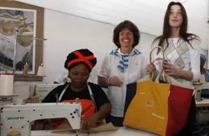 PHOTOS : Carla Bruni, son album se vend moyen mais... son sac cartonne !