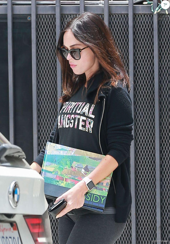 Exclusif - Megan Fox, enceinte, visite une amie à Los Angeles, le 14 juin 2016.