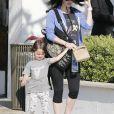 Megan Fox enceinte et son mari Brian Austin Green avec leurs enfants Noah et Bodhi dans un parc à Malibu, le 29 mai 2016