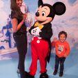 """Exclusif - Merci de flouter le visage des enfants - Cindy Fabre et son fils Elio- au concert des 10 ans de l'association """"Tout le monde contre le cancer"""" à Disneyland Paris. Marne-la-Vallée, le 12 juin 2016. ("""