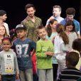 """Exclusif - Merci de flouter le visage des enfants - Arcadian (The Voice 5) et Bruno Guillon au concert des 10 ans de l'association """"Tout le monde contre le cancer"""" à Disneyland Paris. Marne-la-Vallée, le 12 juin 2016."""
