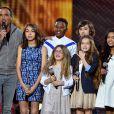 """Exclusif - Nikos Aliagas et le groupe Kids United lors de l'émission de télévision pour TF1 """"La Chanson de l'Année 2016"""" à Nîmes le 17 juin 2016. © Bruno Bebert / Bestimage"""