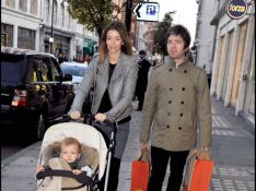 REPORTAGE PHOTOS : Noel Gallagher nage en plein bonheur avec son fils trop mignon !