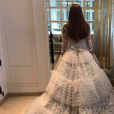 Le robe de mariée de Xenia Deli, le 5 juin 2016 à Santorin en Grèce.
