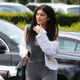 Kylie Jenner est allée déjeuner avec une amie à Calabasas.