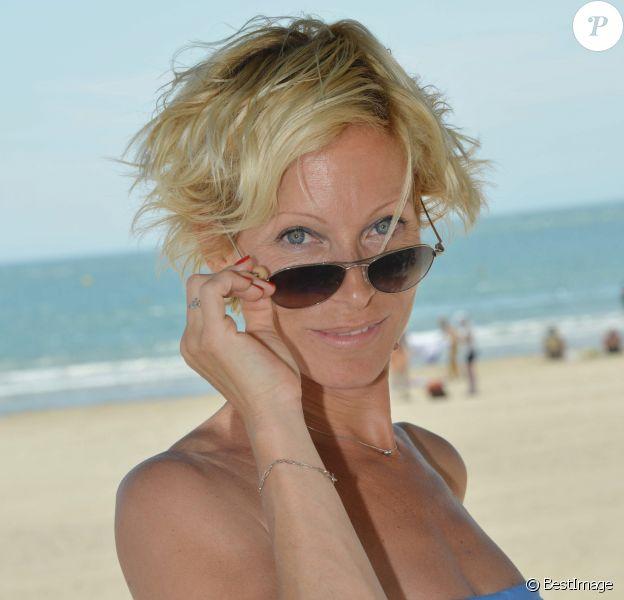 """Exclusif - Rebecca Hampton pose à l'occasion du 13e festival """"Les Hérault du Cinéma et de la Télé"""" sur la plage au Cap d'Agde, le 24 juin 2016."""