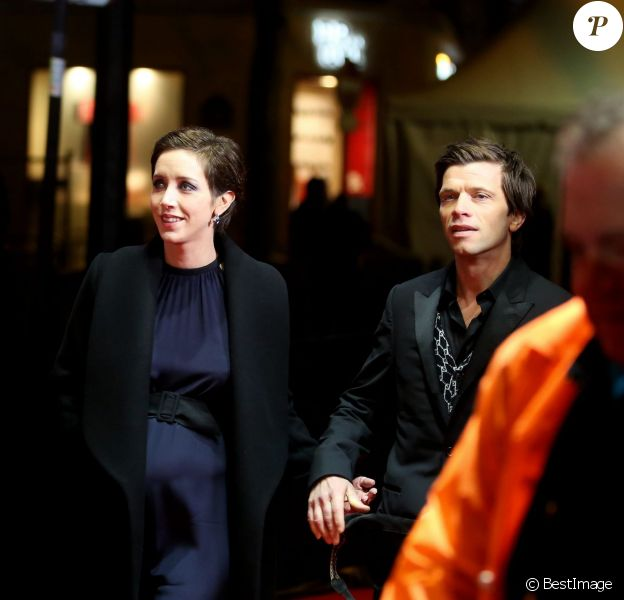 Sara Giraudeau enceinte et son compagnon Simon Hubert (Costume Lanvin et chaussures Louboutin) - Photocall lors de la 41e cérémonie des Cesar au théâtre du Châtelet à Paris, le 26 février 2016. © Borde-Jacovides/Bestimage