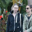 Lea Michele a déjeuné avec une amie à Hollywood Los Angeles, le 11 juin 2016