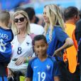 Dimitri Payet avec son fils Milan et sa femme Ludivine Payet lors du match des 8ème de finale de l'UEFA Euro 2016 France-Irlande au Stade des Lumières à Lyon, France le 26 juin 2016. © Cyril Moreau/Bestimage  UEFA Euro 2016 round of 16 match between France and the Republic of Ireland at Stade des Lumieres in Lyon, France on June 26, 2016. © Cyril Moreau/Bestimage26/06/2016 -