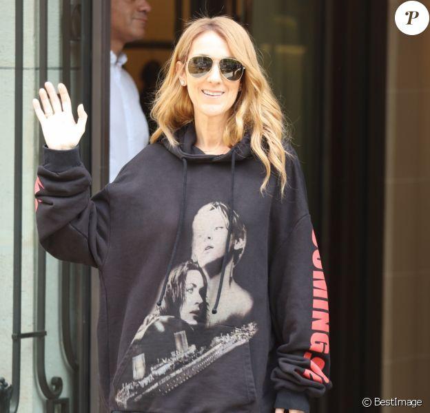 """Céline Dion quitte son hôtel le Royal Monceau et se rend à l'AccorHotels Arena pour y donner un concert à Paris le 8 juillet 2016. La diva de la pop rend hommage au film Titanic (1997) de James Cameron dans lequel elle a prêté sa voix avec la célébre chanson """"My Heart Will Go On""""."""