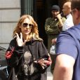 """Céline Dion quitte son hôtel le Royal Monceau et et se rend à l'AccorHotels Arena pour y donner un concert à Paris le 8 juillet 2016. La diva de la pop rend hommage au film Titanic (1997) de James Cameron dans lequel elle a prêté sa voix avec la célébre chanson """"My Heart Will Go On""""."""
