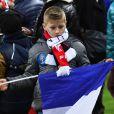 Un jeune supporter au Stade de Fance le 13 novembre 2015.