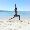 Clio Pajczer et Karima Charni : Bikini, yoga et sable fin... Un duo au paradis