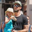 Olivier Giroud avec sa fille Jade à Saint-Tropez le 19 juillet 2016.